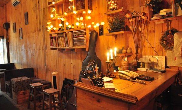 Đèn đèn trang trí cafe theo phong cách hiện đại, trẻ trung