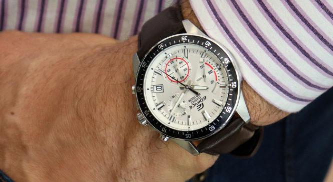 Nên mua đồng hồ Casio nam dây kim loại hay dây da?