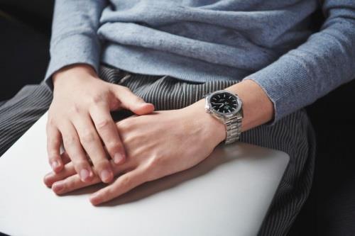 Đồng hồ Edifice mặt kính sapphire chinh phục quý ông công sở